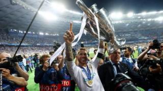 Sergio Ramos yari afite imyaka 19 y'amavuko ubwo yageraga muri Real Madrid mu kwezi kwa munani mu mwaka wa 2005 avuye muri Sevilla, aguzwe miliyoni 18 n'ibihumbi 500 by'amapawundi