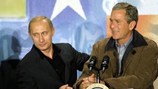 ABD Başkanı George W. Bush 2001'de Putin'i resmi bir ziyaret için davet etti. İkili Bush ailesinin Teksas'taki çiftliğine seyahat etti