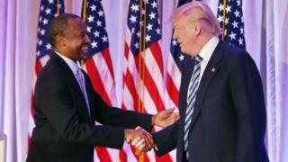Ben Carson salué par Donald Trump