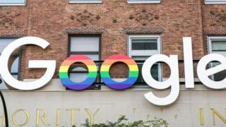 شعار شركة غوغل فوق أحد مقراتها