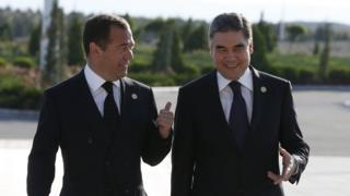 Gurbanguly Berdymukhamedov and Dmitry Medvedev walking and talking