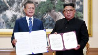 Moon Jae-in (left) and Kim Jong-un