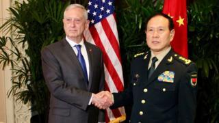 美国国防部长马蒂斯在新加坡会晤了中国国防部长魏凤和
