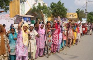 A line of women who support Gurmeet Ram Rahim Singh