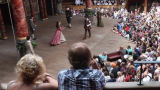 people watch Globe performance