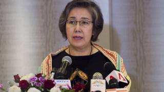 Yanghee Lee speaks at a press conference