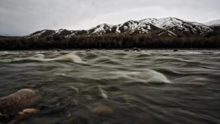 Río en Kirguistán