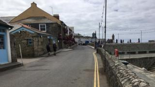 Yellow lines at Porthleven