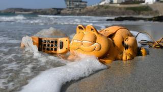 телефон на пляже
