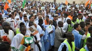 Les membres des partis de l'opposition mauritanienne lors d'une marche de protestation en 2016 contre la nouvelle constitution