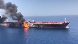 တိုက်ခိုက်ခံခဲ့ရတဲ့ ရေနံတင် သင်္ဘောတစင်းကို အမေရိကန်ရေတပ်ပြသ