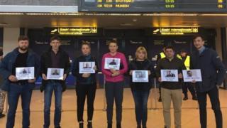 Акция в поддержку украинских политзаключенных в аэропорту Бухареста