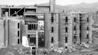 La Fábrica de Ricardo Bofill en construcción.
