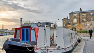 Узкая лодка - жилье лондонца