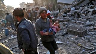 شهر اتارب محل سکونت هزاران نفر است که در اثر نبردها آواره شده اند