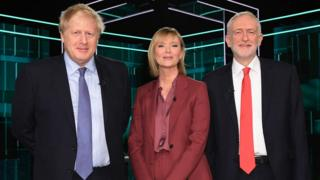 Boris Johnson ve Jeremy Corbyn'in seçim öncesi televizyondaki ilk canlı yayın tartışmasını Julie Etchingham yönetti.