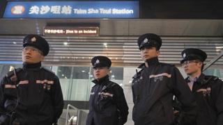港鐵尖沙咀站外的警察