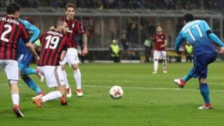Henrikh Mkhitaryan lokacin da ya ci wa Arsenal AC Milan