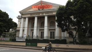"""Faixa de """"censurado"""" na Universidade Federal Fluminense"""