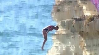لأول مرة مسابقة الغطس من المرتفعات في بيروت