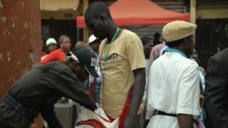 Contrôle de sécurité lors d'un événement politique à Bamenda - archives