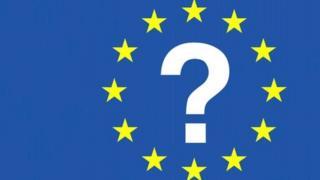 Baner yr UE gyda marc cwestwin yn ei chanol.