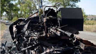Обломки зенитки на пути из Иловайска, 3 сентября 2014 года
