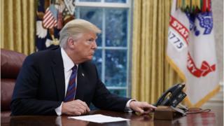 Donald Trump trata de conectar por teléfono con Enrique Peña Nieto.