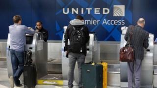 стойка регистрации United Airlines