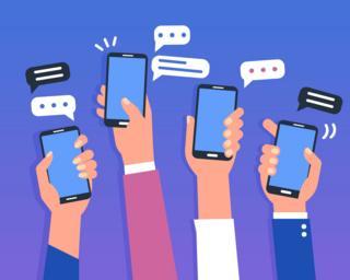 Celulares foram ponto central da campanha com aplicativos como o WhatsApp