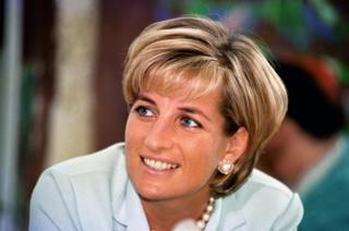Diana sorrindo