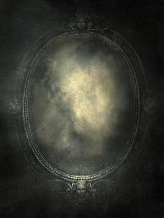 Pintura representando um espelho barroco, com cena enfumaçada dentro