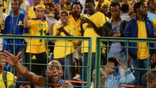 Les joueurs de Mamelodi Sundowns rejoignent l'équipe d' Orlando Pirates, les premiers sud-africains à avoir remporter la compétition en 1995.