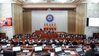 """Парламентте КСДП-38, РАЖ-28, """"Кыргызстан""""-18, """"Өнүгүү-Прогресс""""-13, """"Бир Бол""""-12, """"Ата Мекен"""" -11 мандатка ээ."""