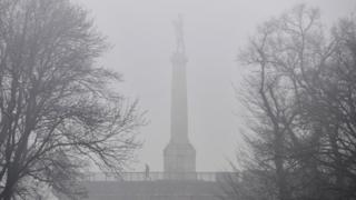 Магла и смог око споменика Победник у Београду