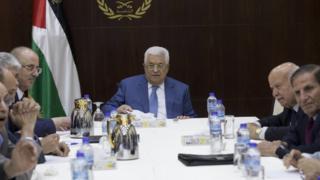 الرئيس الفلسطيني وقيادات من منظمة فتح
