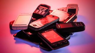 pila de celulares