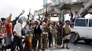 نیروهای جدایی طلب در جریان نبردها با نیروهای دولتی در عدن