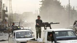 TSK'nın desteklediği ÖSO güçleri Afrin kent merkezinde
