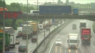 Traffic on M1, 13 June 2016