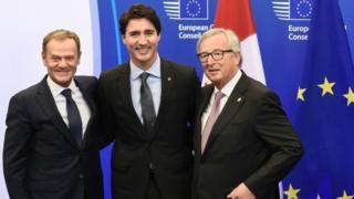 Primer ministro canadiense Justin Trudeau, el presidente del Consejo Europeo, Donald Tusk,y el presidente de la Comisión Europea Jean-Claude Juncker en Bruselas.