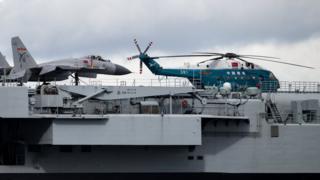 遼寧號航母上的直-18運輸直升機(7/7/2017)