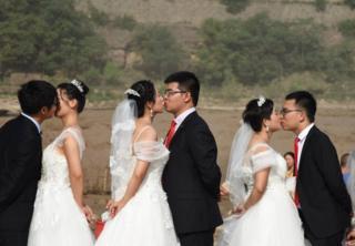 """""""Китайці переважно одружуються з китаянками, а більшість шлюбів укладється як договір між родинами"""", - розповідає українка, яка кілька років живе у Китаї"""