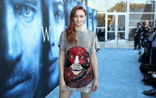Actress Sophie Turner dey pose for picture