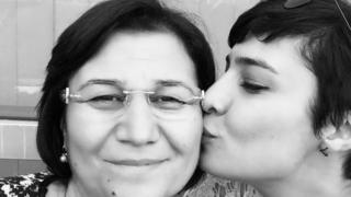 Leyla Güven'in kızı Sabiha Temizkan tahliye kararını Twitter hesabından duyurdu.