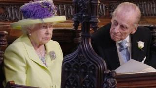 королева и филипп в церкви