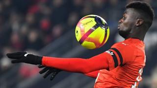 Le jeune attaquant sénégalais est finalement gardé par Rennes pour un contrat de 15 millions d'euros.