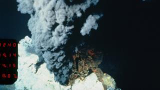ventilasi hidrotermal, laut dalam