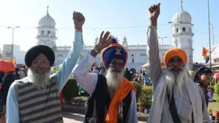 Sikh Pilgrims shout slogans on the occasion of the 549th birth anniversary of Guru Nanak Dev in Nankana Sahib, a district in the Punjab province of Lahore on November 23, 2018