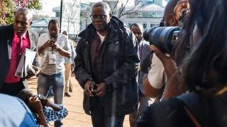 Zimbabwe leading opposition figures Tendai Biti of Zimbabwe's main opposition Movement for Democratic Change arrives in handcuffs at the Harare Magistrates court August 9, 2018.